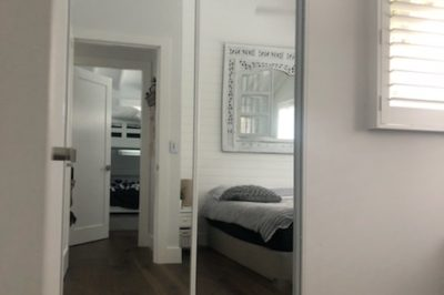 Sliding mirror doors with white aluminium frame - square set opening, 2 door combination