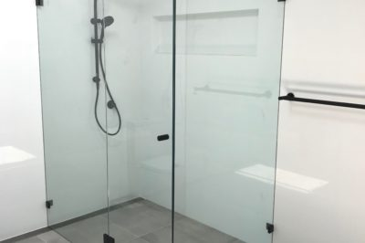 Frameless Shower Screen - Front Return with Side Return and Black Fittings