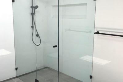 Frameless Shower Screen - Front Return with Side Return and Black Fittings