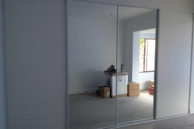 Sliding mirror doors and sliding white meltica doors - 4 door combination