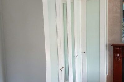 Hinged One Panel Decor Mirror and White Glass Polyurethane Doors with unit tops - 5 doors