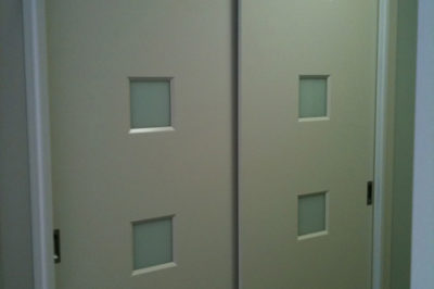 Sliding Custom Decor Polyurethane Doors with white glass