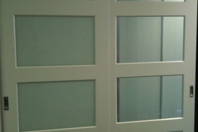 Sliding Custom Decor Polyurethane Doors with both white glass and mirror